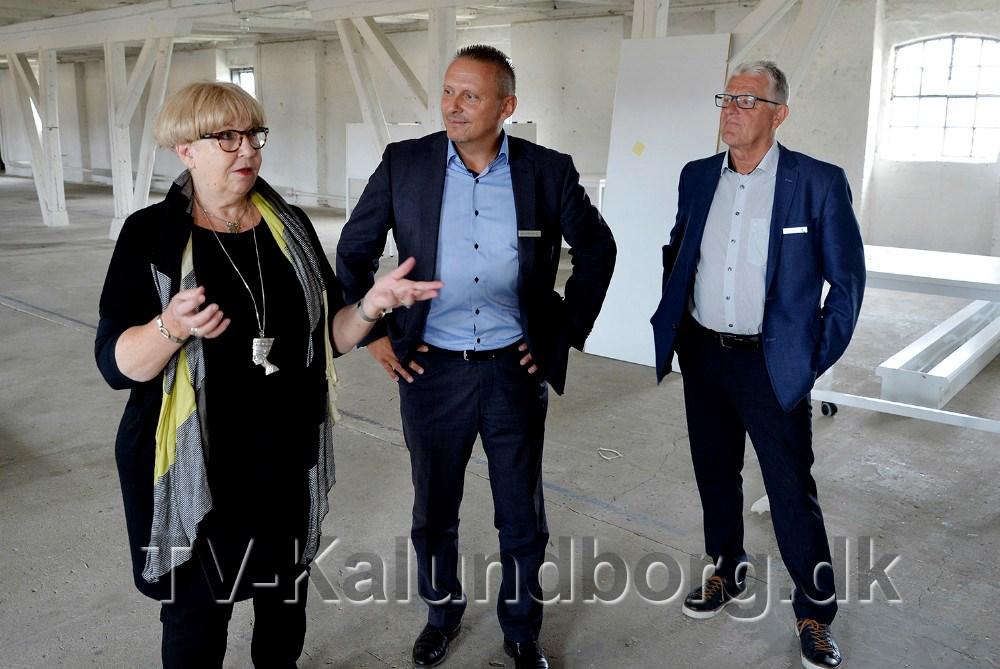 Susanne Weihe som står bag ideen til et H. C. Andersen Art Center, her sammen medKlaus Koksby Hansen ogKjeld Christensen fra Sparekassen Sjælland-Fyn Kalundborgafdeling. Foto: Jens Nielsen