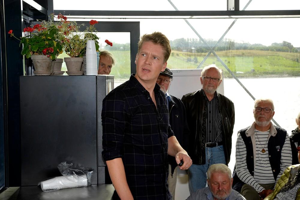 Anders Jensen forklarede om den måske kommende Kattegatforbindelse. Foto: Jens Nielsen