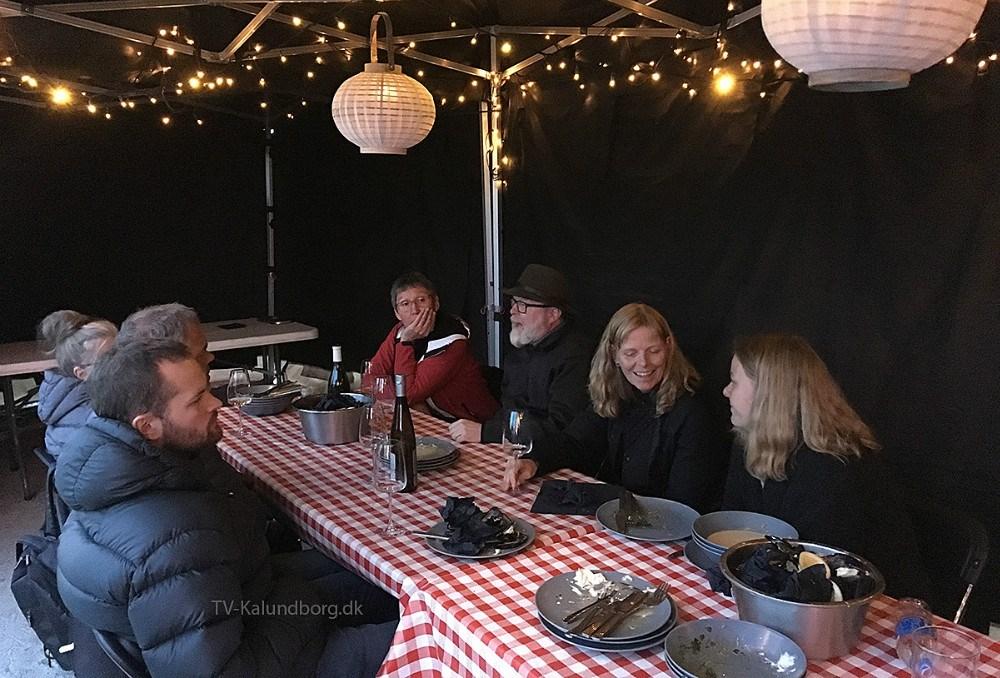 12 var mødt op til lækker mad fra Asgers Fisk iKalundborg Havnepark lørdag afteni forbindelse med projekt 'Havhøst.