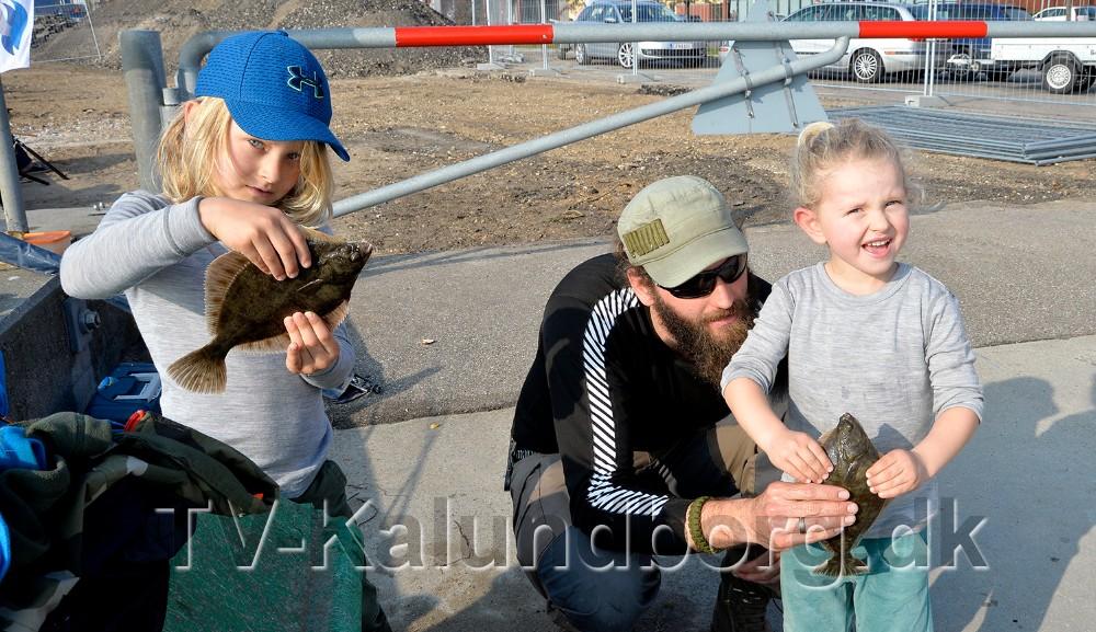 Teobald og Thorwald var med deres far Gergå Adorjan-Seger, taget en tur på kajen i Kalundborg. Foto: Jens Nielsen