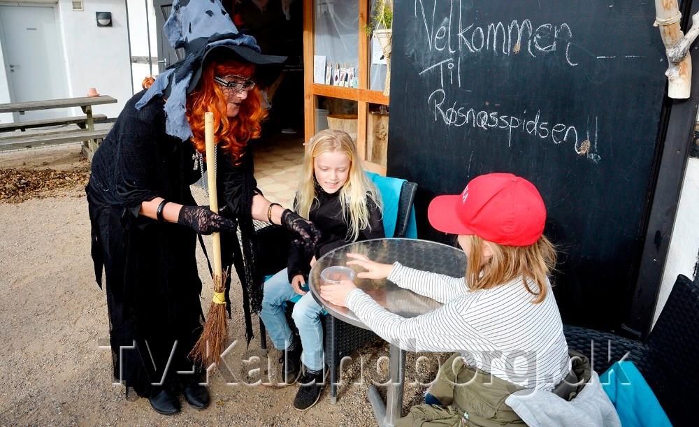 Sidste år var heksen Helga på Røsnæs Fyr, i år har hun desværre ikke mulighed for at deltage, men derfor er der masser af uhygge.  Arkivfoto: Jens Nielsen