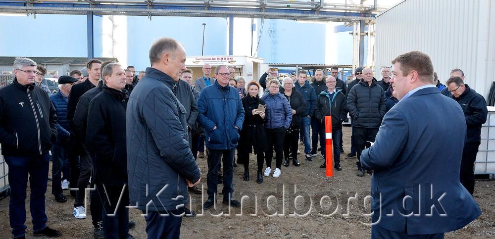 Borgmester Martin Damm ogdirektør Leon Sloth Skovbo holdt tale i forbindelse med første spadestik til det nye raffinaderi på havnen i Kalundborg. Foto: Jens Nielsen