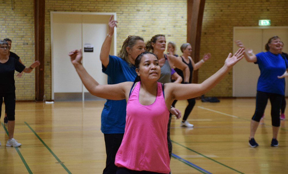 Zumba event i Tømmerup Hallen trak mange danseglade kvinder til lørdag formiddag. Foto: Gitte Korsgaard.