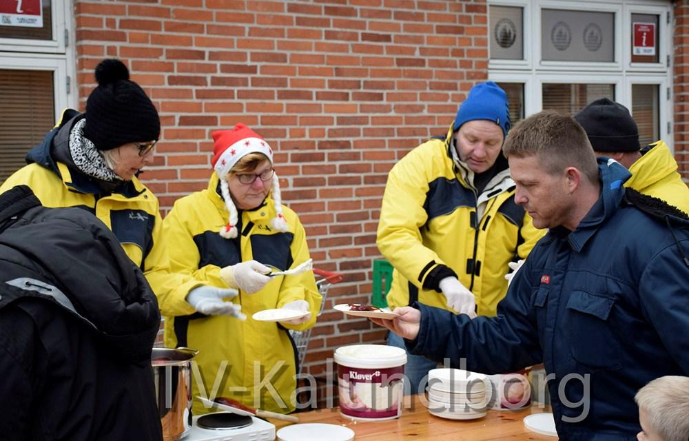 I dag blev der serveret risalamande på Torvet i Gørlev. Foto: Gitte Korsgaard.