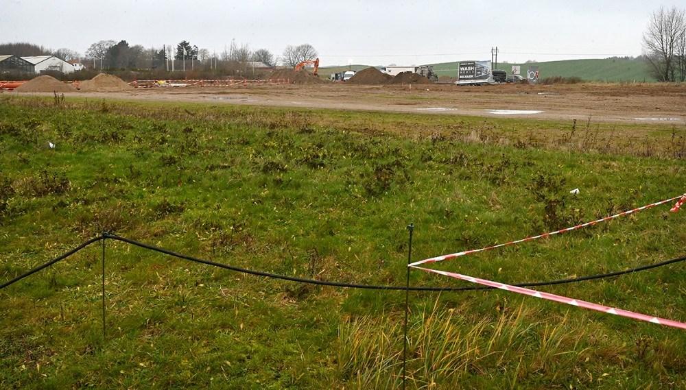 På den store tomme grund på Stejlhøj skal der bygges både Biltema, Harald Nyborg, en vaskehal og en tankstation. Foto: Jens Nielsen
