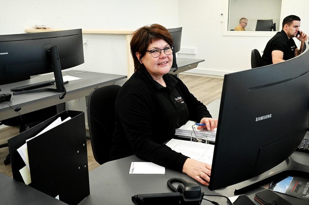 Hanne Christensen er startet som regnskabsmedarbejder hos Lips Autoteknik den 1. januar. Foto: Jens Nielsen