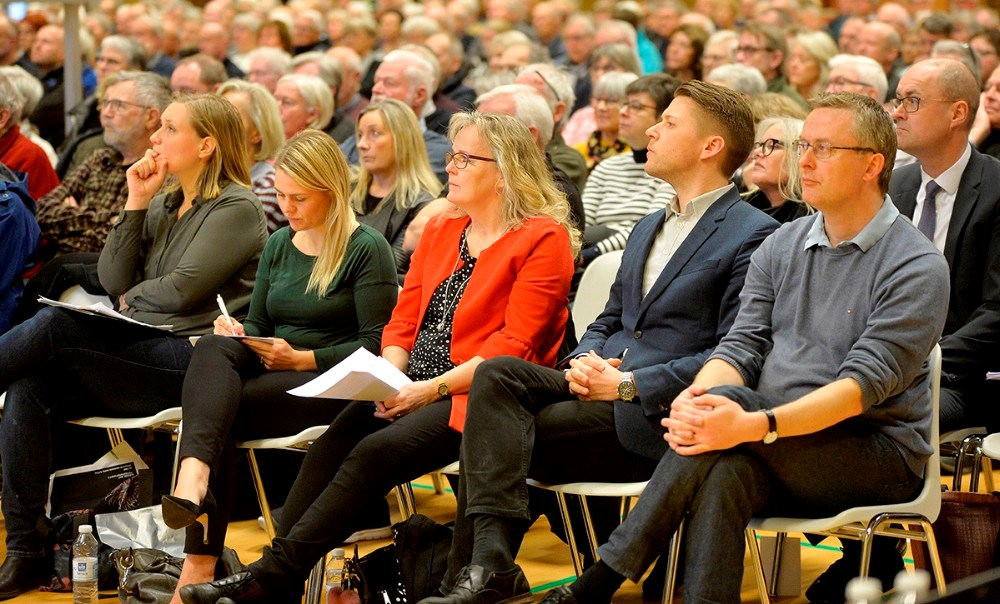 En række folketingspolitikere var inviteret til borgermødet. Foto: Jens Nielsen