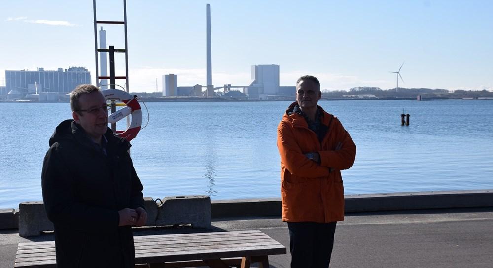 Næstformand Keld Haapanen (th) og kasserer Peter Westergaard fra Vores Kalundborgs bestyrelse var også til stede. Foto: Gitte Korsgaard.