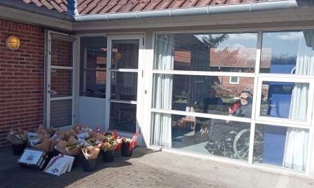 Blomster til Bregninge Plejecenter. Privatfoto