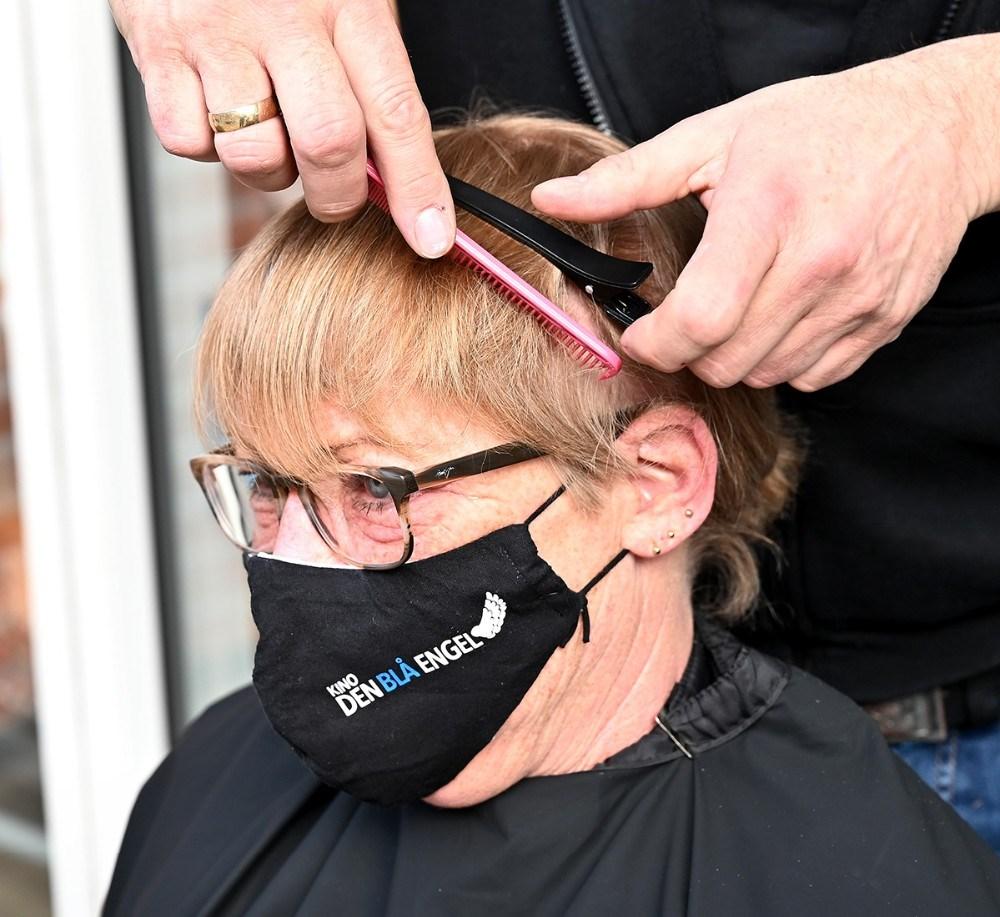Susanne Topp Petersen fik klippet coronahåret. Foto: Jens Nielsen