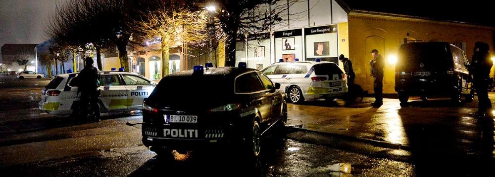 Svært bevæbnet politi ransagede to lejligheder i Kalundborg i forbindelse med røveriet. Arkivfoto: Jens Nielsen