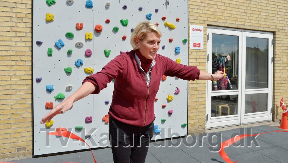 Kirsti Thygesen, varehuschef Kvickly Kalundborg klippede den røde snor. Foto: Jens Nielsen