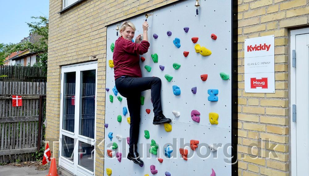 Kirsti Thygesen prøvede den nye klatrevæg. Foto: Jens Nielsen