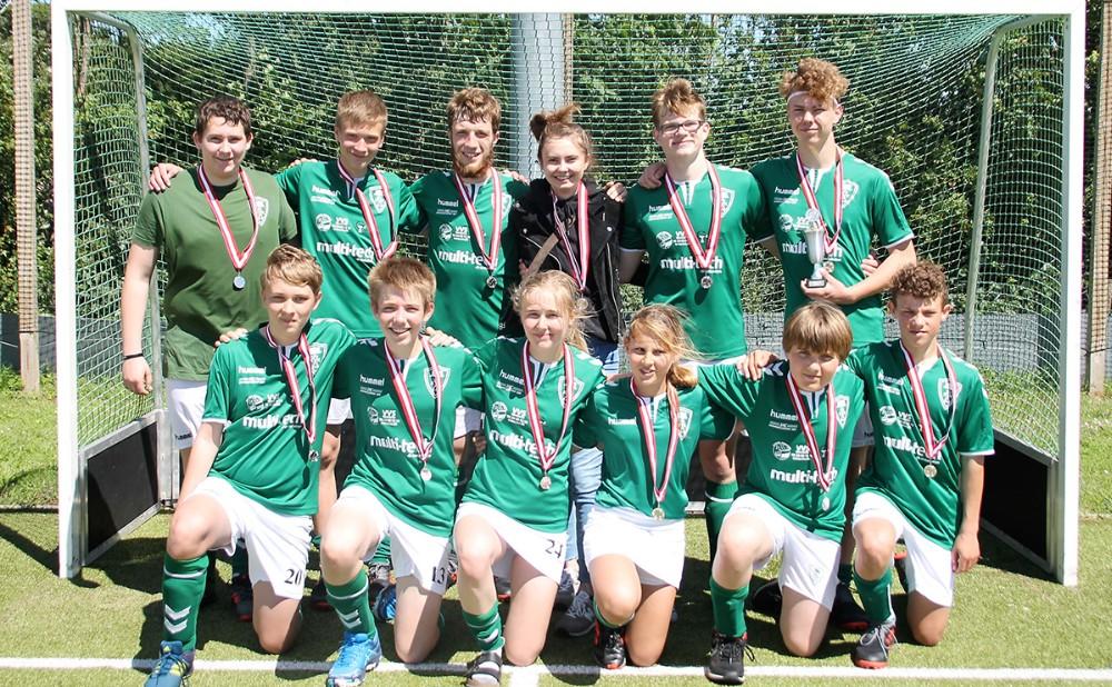 U16 holdet fra Kalundborg Hockey Klub hevet sølvmedaljen i hus i kampen om Danmarksmesterskabet. Privatfoto
