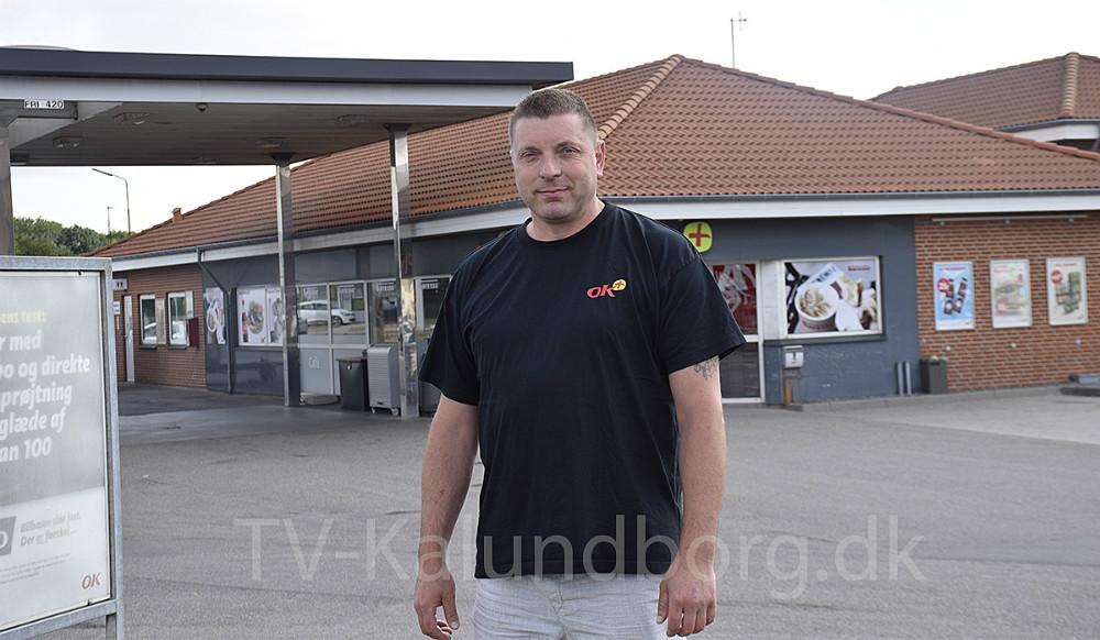 Ejer af OK Plus butikken på Sydhavnsvej i Kalundborg, Henrik Bebe, har lavet en masse ændringer i forretningen, siden han overtog i februar. Foto: Gitte Korsgaard.