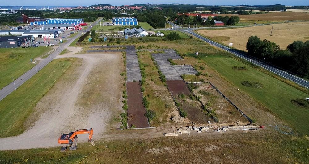 Det gamle fundament på grunden på Stejlhøj bliver nu fjernet. Foto: Jens Nielsen