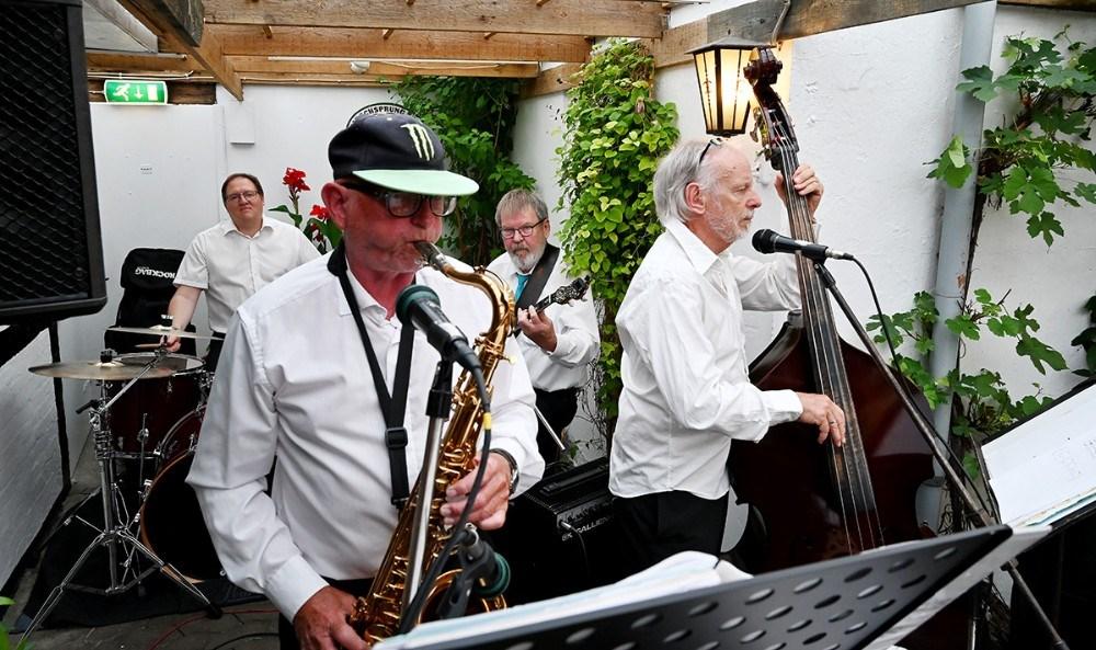 Løvenskjolds Jazzcirkus underhoilder fire torsdage på Reersø Kro. Foto: Jens Nielsen