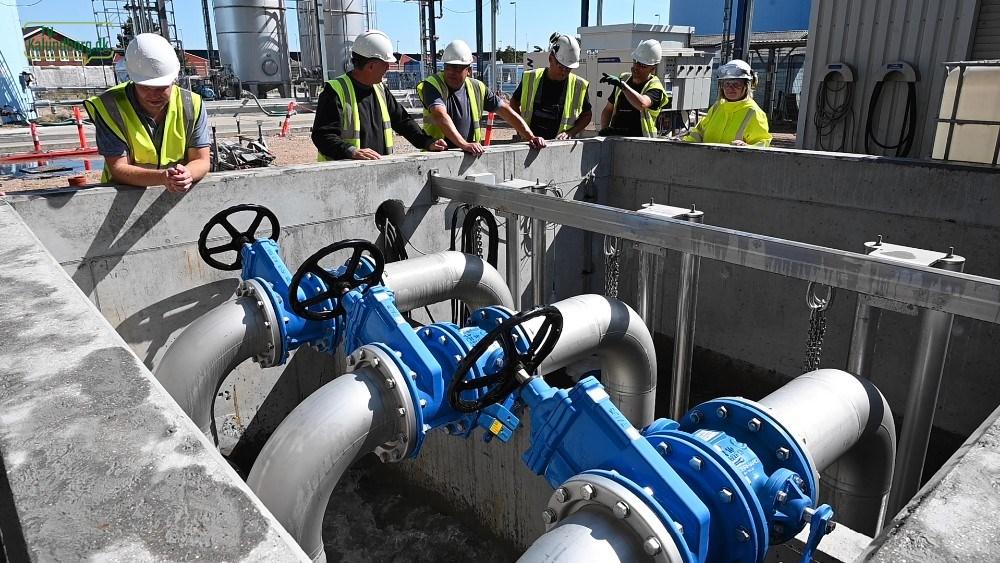 Tre store pumper sørger for at pumpe sluknings vandet væk. Foto: Jens Nielsen