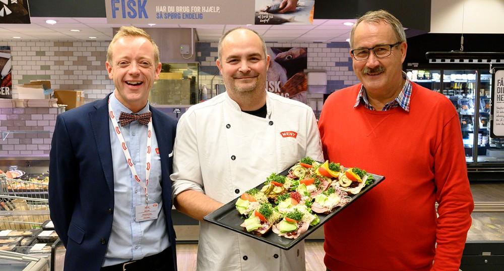 Fra venstre, Meny købmand Peter Egebæk, slagtermester Jonas Kristensen og Niels-Erik Sørensen, formand for H.F. Vestsjællands Venner. Foto: Jens Nielsen