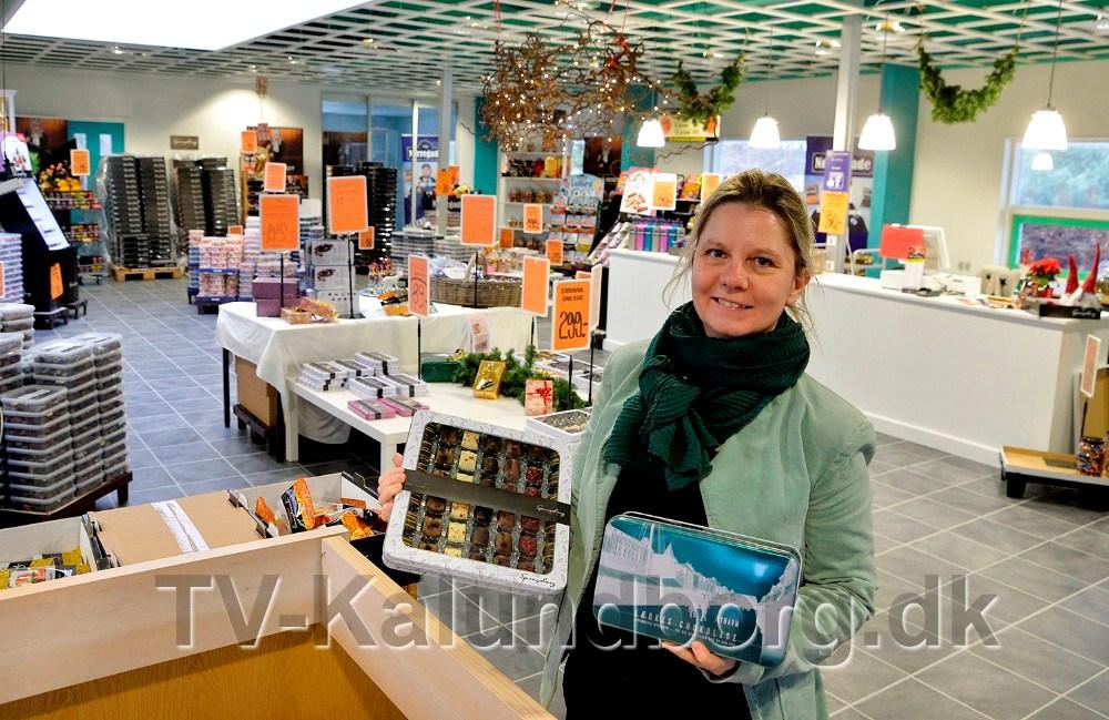 Line Sørensen, som er daglig leder på fabriksudsalget, er klar til at betjene kunderne hver dag frem til jul. Foto: Jens Nielsen
