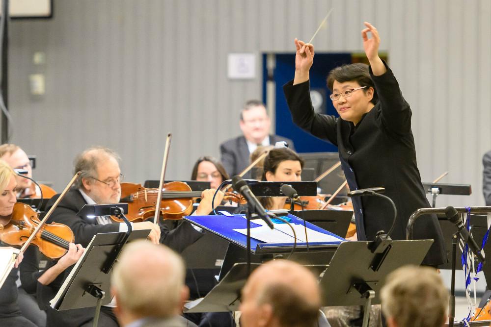 I går aftes blev nytårskoncerten i Kalundborg Hallen nydt af 350 gæster. Foto: Ole Agerbæk.