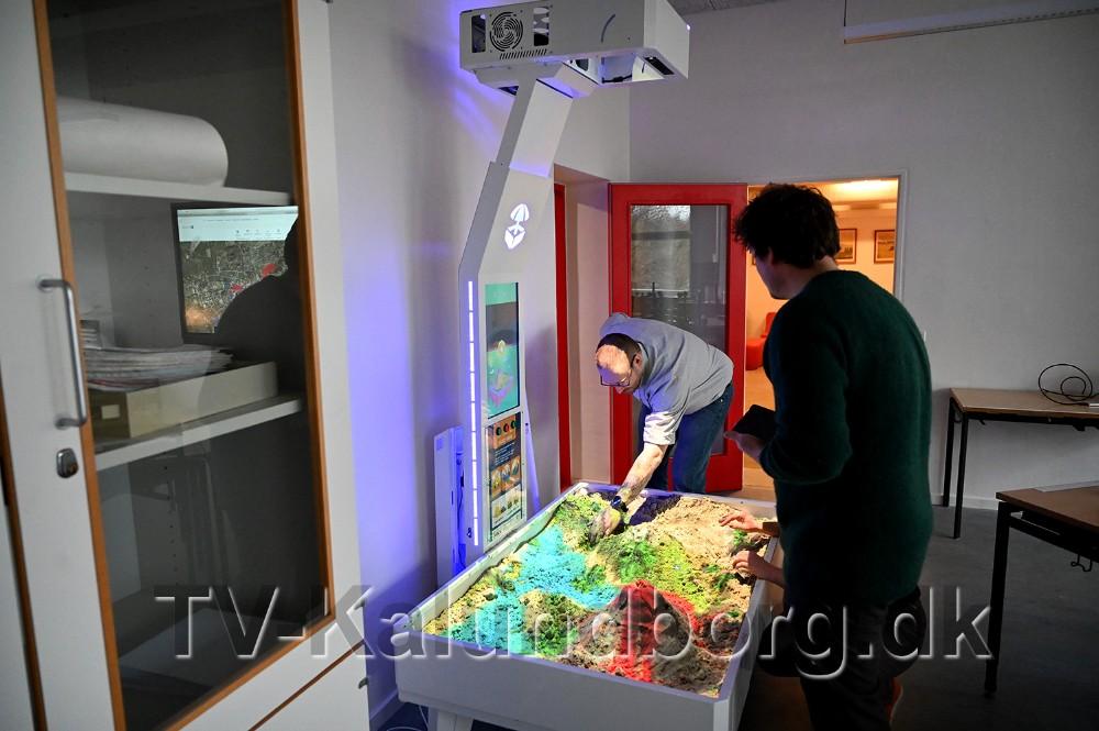 En isandbox er en ny måde at lære naturfag på, den blev demonstreret for dagens gæster. Foto: Jens Nielsen