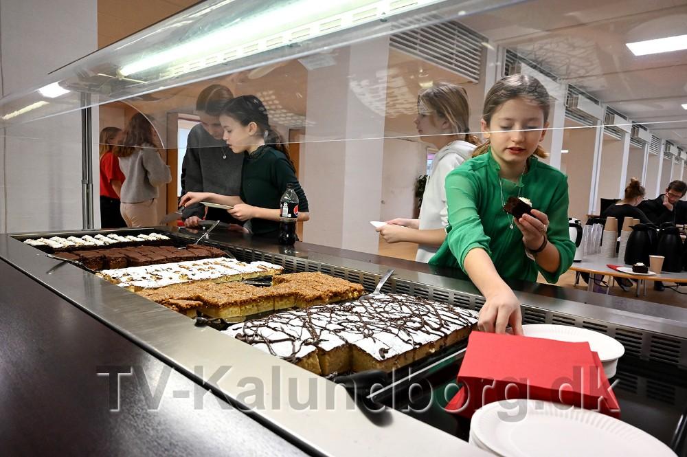 Gæsterne blev budt på kaffe og kage. Foto: Jens Nielsen