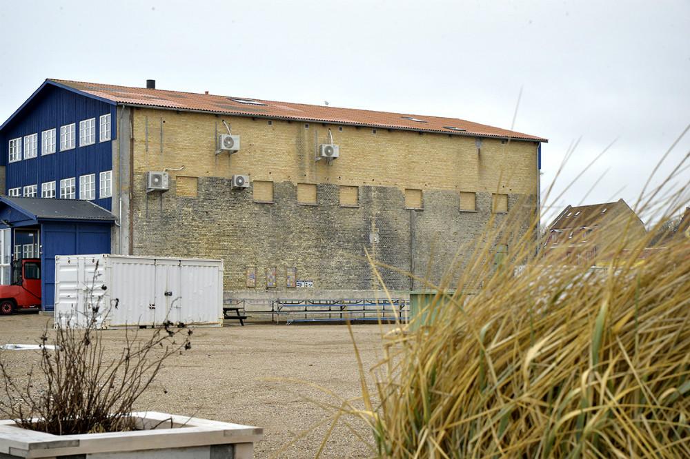 På væggen til det store kontorhus, placeres en storskærm. Foto: Jens Nielsen