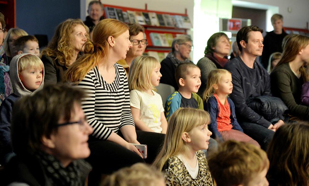 Fuldt hus til Spørge Jørgen på Høng Bibliotek. Foto: Jens Nielsen