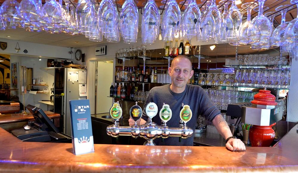 Klaus Pedersen bag den flotte bar på Starbowl. Foto: Jens Nielsen