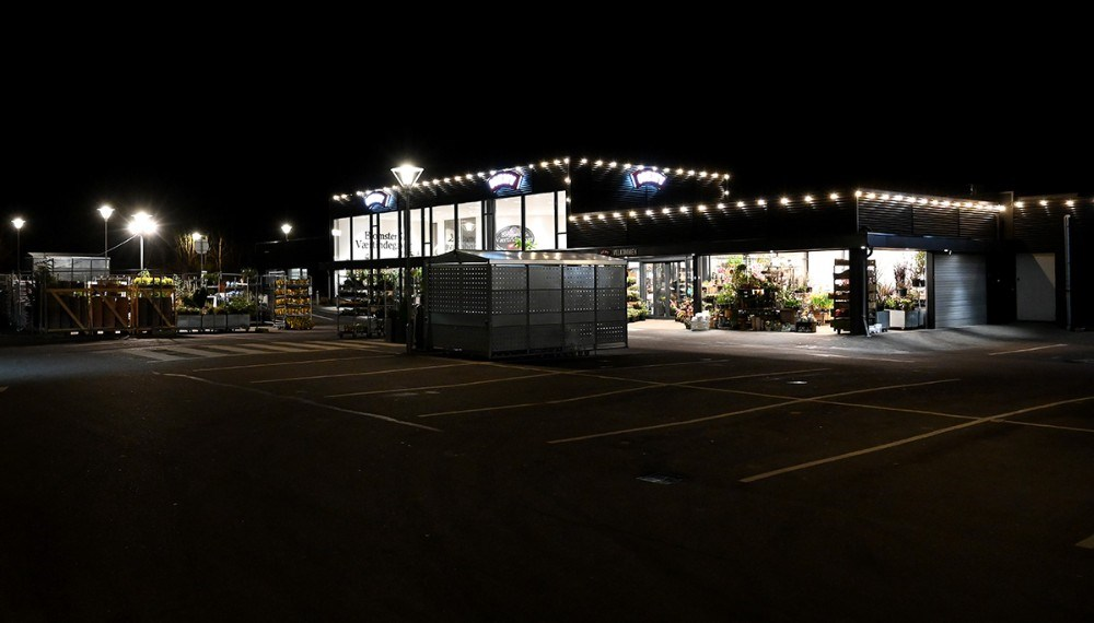 Ingen biler på parkeringspladsen hos Meny tirsdag aften kl. 20. Foto: Jens Nielsen