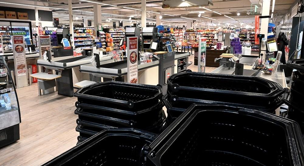 En stort set tom Meny Kalundborg tirsdag kl. 20, ingen hamstringsbølge. Foto: Jens Nielsen