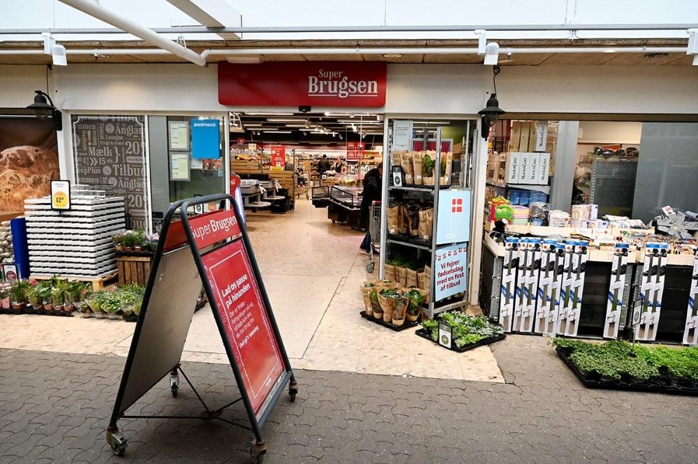 Dagligvarerbutikkerne i Høng Centret er åbne. Foto: Jens. Nielsen
