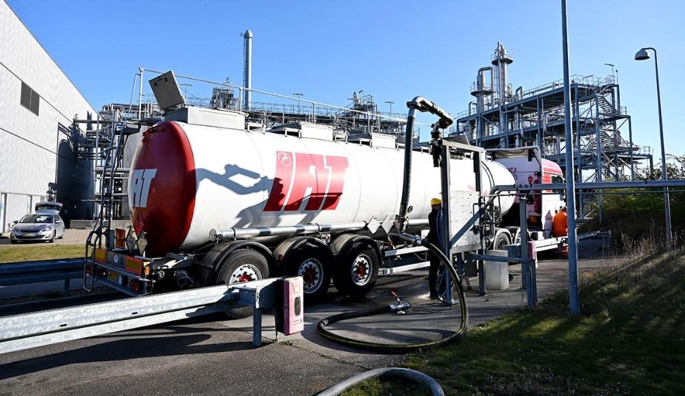 De første 33.000 liter ethanol blev læsset på en tankbil fredag formiddag. Foto: Jens Nielsen