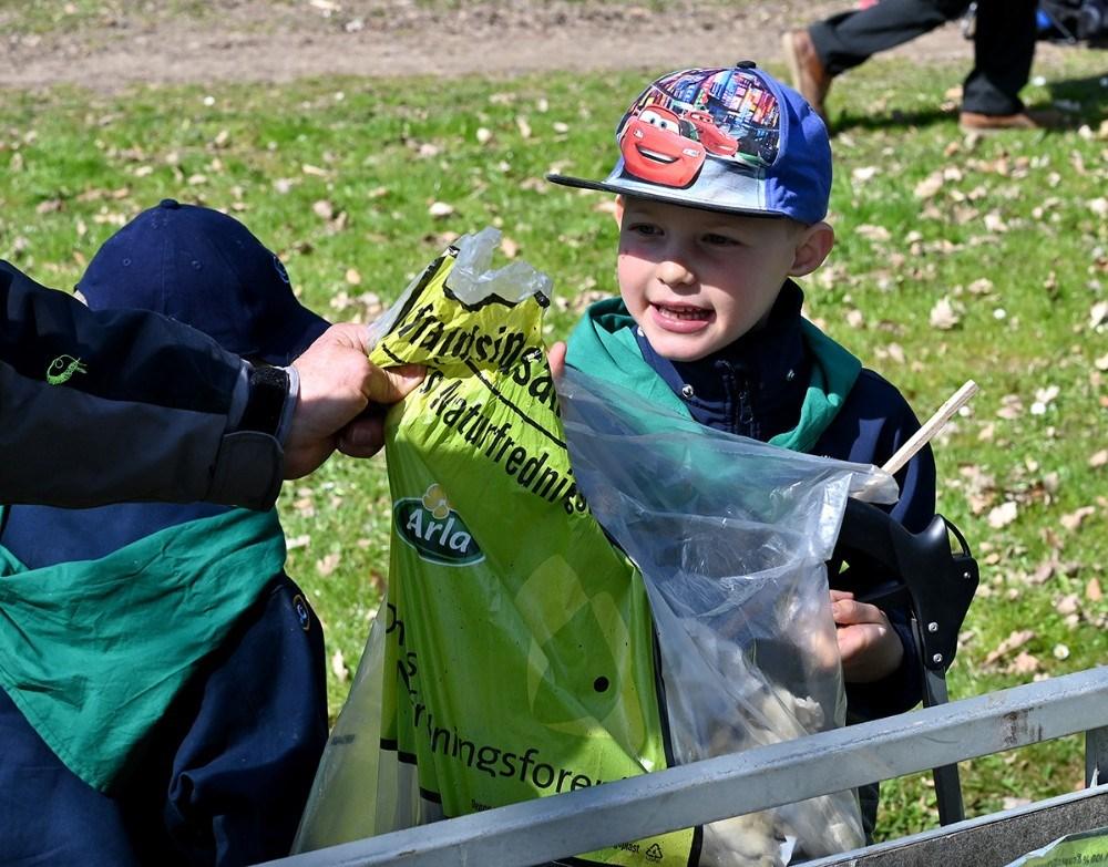 Både voksne og børn deltog. Foto: Jens Nielsen
