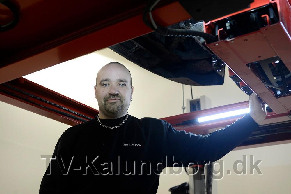 Thomas Højer, indehaver af Bilsyn 4400 i Kalundborg, er rystet efter at politiet ransagede hans firmaer og privatadresse. Foto: Jens Nielsen