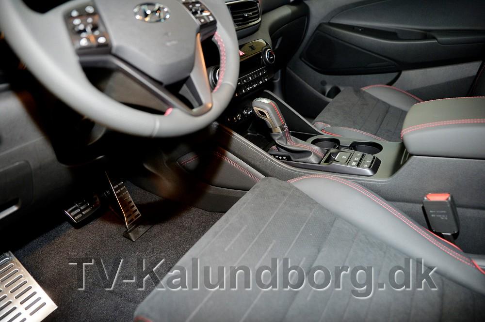 Sæderne kommer i en luksuriøs ruskind- og læderkombination. Foto: Jens Nielsen