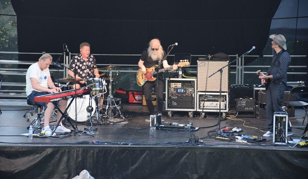 Lars DK Nielsen med band åbnede