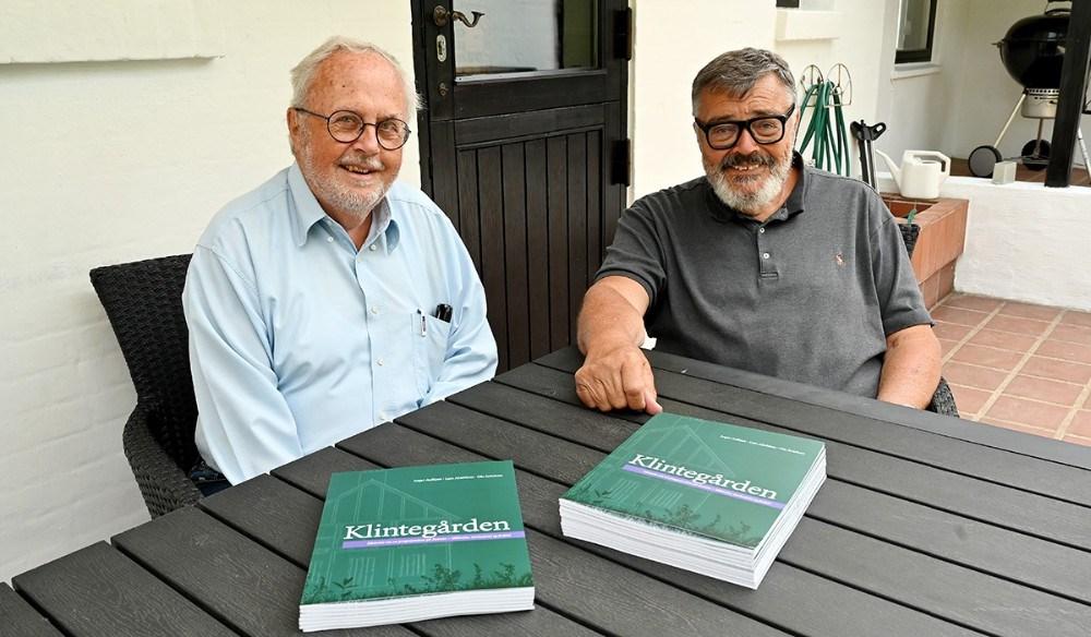 Ole Jerichow og Lars Almblom har sammen med Asger Aulkjær, skrevet bogen om Klintegården. Foto: Jens Nielsen