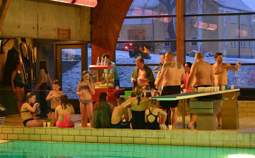 Svømning er en af de helt store aktiviteter. Privatfoto