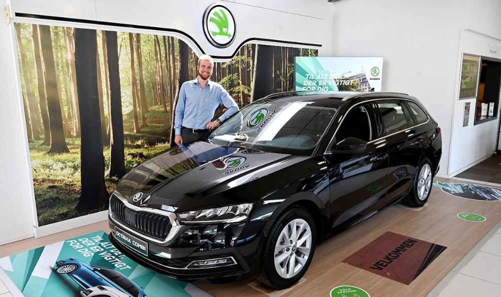Mathias Jakobsen fra Hansen Biler i Kalundborg er klar til at vise den nye Octavia frem. Foto: Jens Nielsen