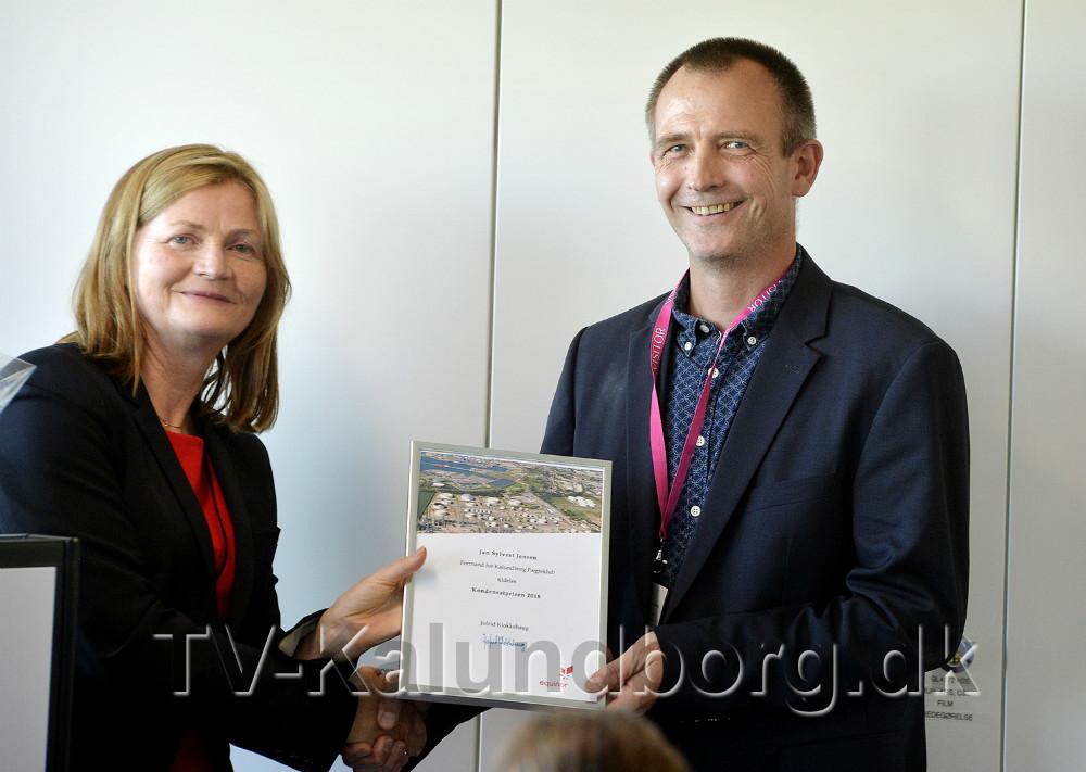 Adm. direktør for Equinor Refining Denmark, Jofrid Klokkehaug, overrakte Kondensatprisen 2018 tilJan Sylvest Jensen. Foto: Jens Nielsen