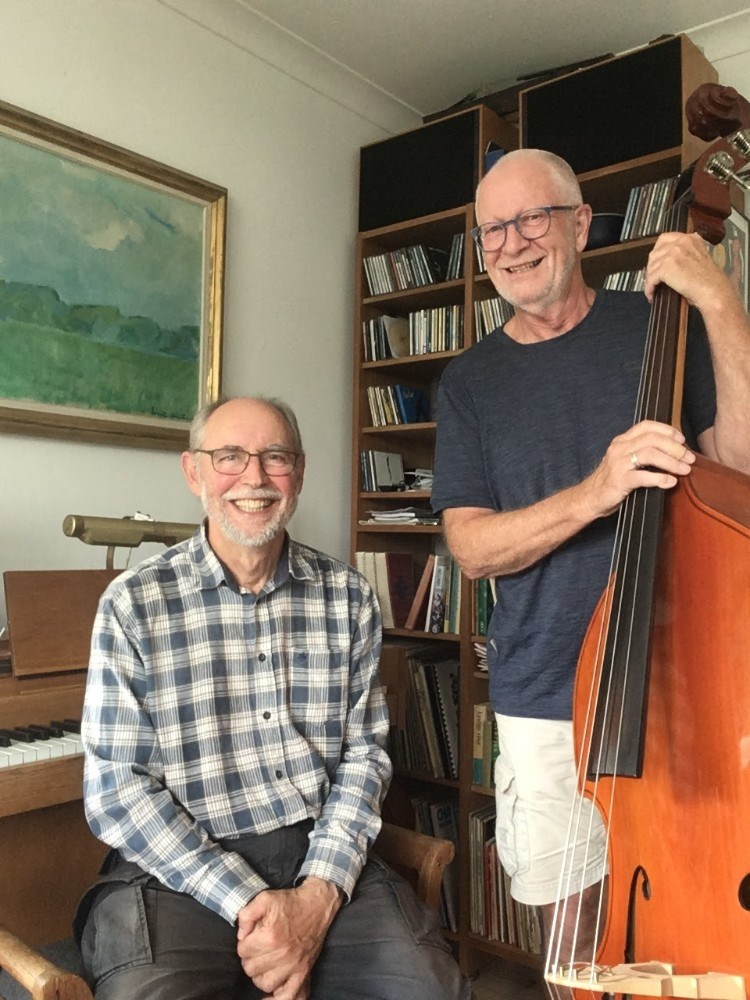 den lokale   swingjazz-duo Troels G. Jørgensen piano og Hans J. Madsen kontrabas. Privatfoto