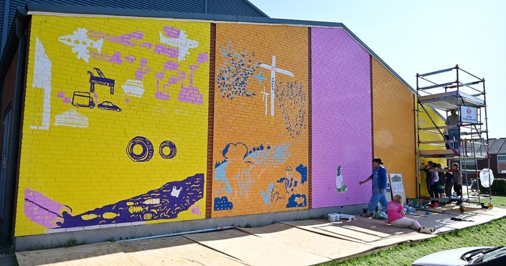 Et stort gavlmaleri tager form på Rynkevanghallen. Foto: Jens Nielsen