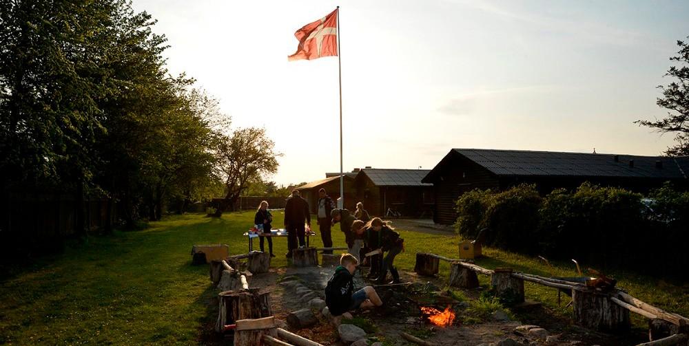 Der er masser af hygge og stemning i spejderhytten på Hestehaven i Kalundborg. Foto: Jens Nielsen