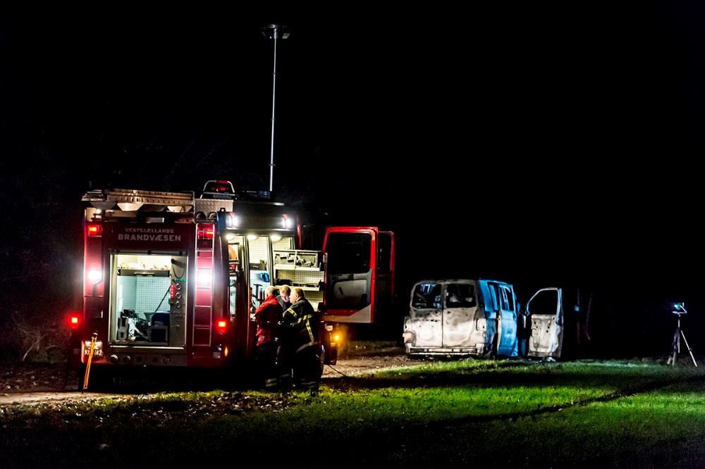 Den udbrændte varevogn ved Birkendegård. Foto: Jokum Tord Larsen