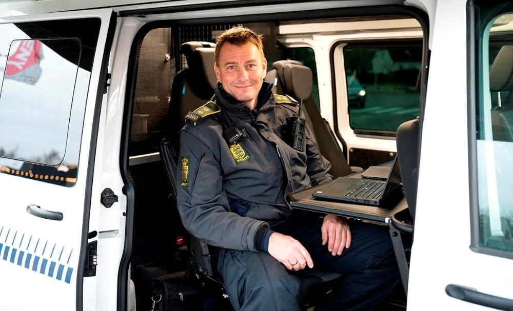 Peter Holm i den mobile politistation. Foto: Jens Nielsen