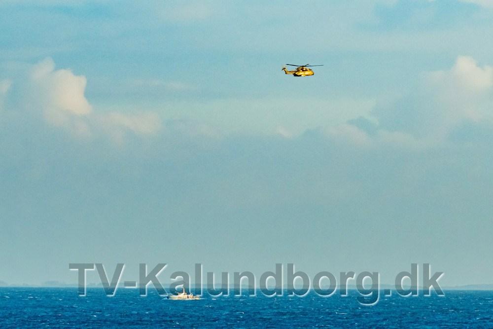Skibe og helikoptere har en stor del af onsdagen søgt i området omkring Røsnæs spidsen efter en mand som forsvandt med sin båd natten til onsdag. Foto: Ole Agerbæk