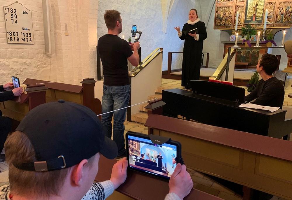 Fredag formiddag var der virtuel julegudstjeneste for Kalundborg Friskole - sendt fra Årby Kirke.