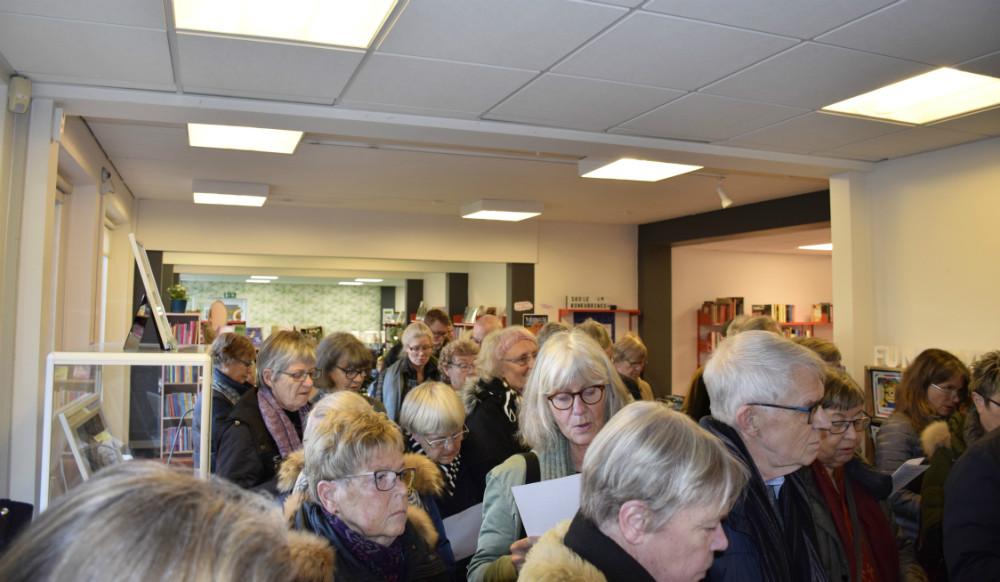 I dag afholdte Kalundborg Biblioteker release-fest for deres populære forårskatalog, og Kalundborg Bibliotek var stuvende fuldt. Foto: Gitte Korsgaard.